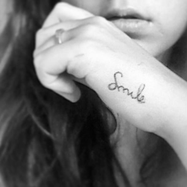 tatuajes pequenos smile