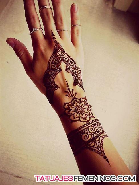 105 tatuajes en la mu eca manos y dedos peque os y originales for Henna para manos