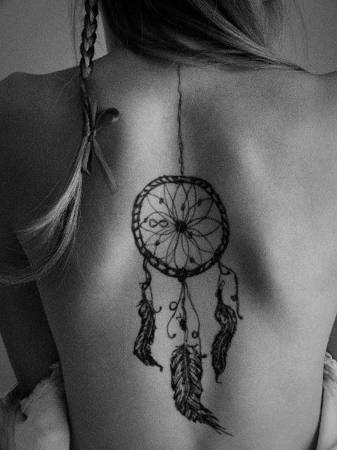 Atrapasueños que simboliza estar colgado en la espalda