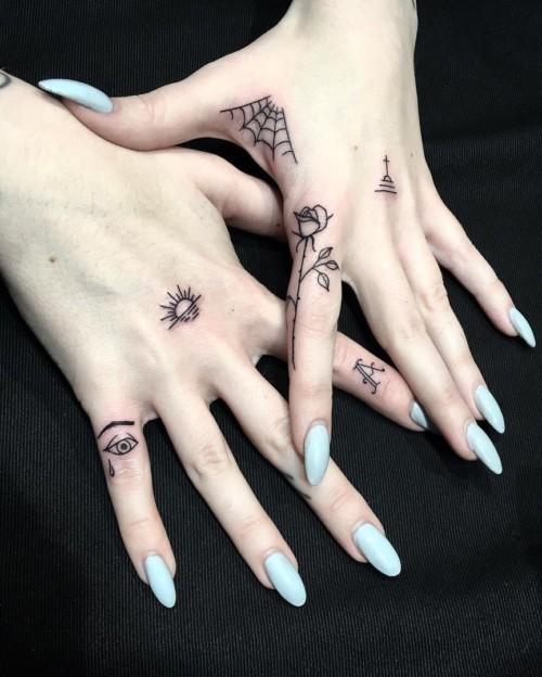 Tatuajes para mujeres en la mano pequeos y originales Tatuajes